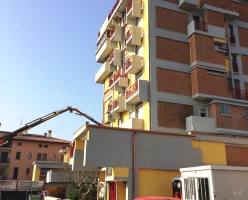 Intervento di ripristino facciata condominiale in calcestruzzo