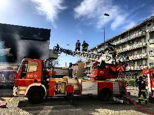 Vigili del Fuoco spengono un incendio