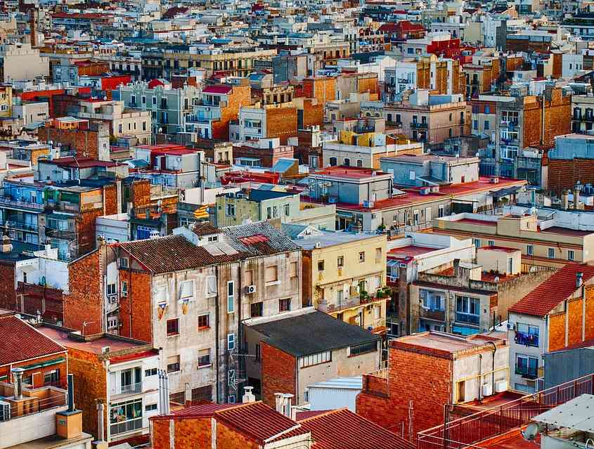 Vista panoramica di una città: tipi di tetto e loro caratteristiche