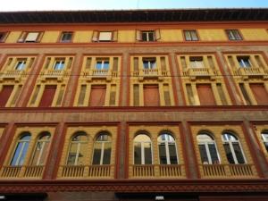 Restauro e consolidamento lapideo su una facciata di edificio storico a Bologna