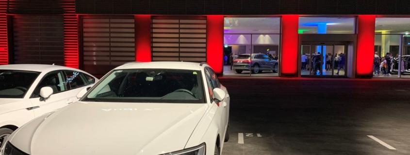 La filiale Audi Zentrum in uno scatto serale, il giorno dell'inaugurazione